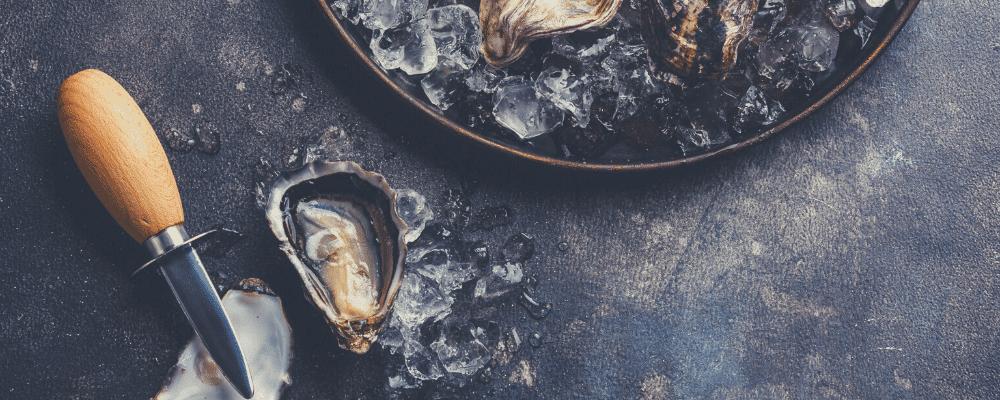 Un plateau d'huîtres en accord avec une bière artisanale