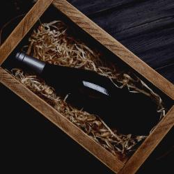 Bouteilles de vin dans un coffret
