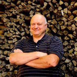 Jean Paul Brun, vigneron au Domaine des Terres Dorées dans le Beaujolais