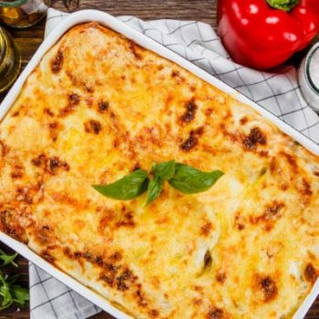 Plat de lasagnes par Find A Bottle