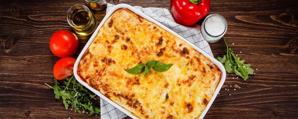 Plat de lasagnes par Find A Bottle